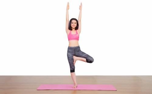 Bài tập yoga tư thế thẳng đứng chữa đau thắt lưng