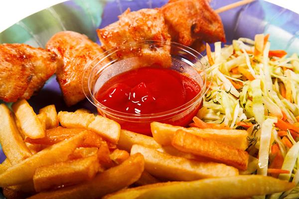 Đồ ăn nhiều dầu mỡ gây phản ứng viêm, gia tăng đau nhức