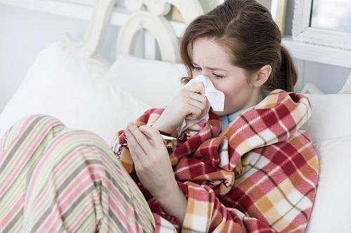 Cảm cúm là nguyên nhân gây đau họng rát cổ