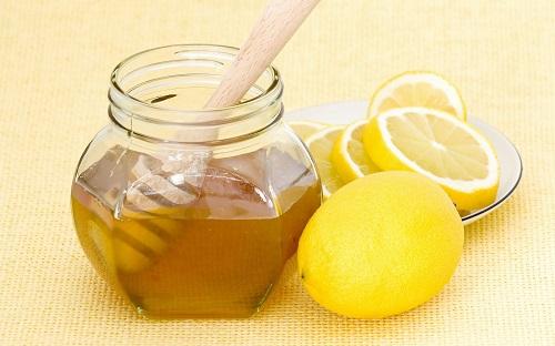 Nước chanh hòa mật ong giúp trị ho sổ mũi cho trẻ