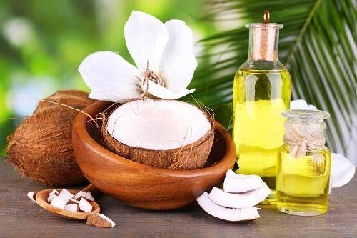 Dầu dừa chứa nhiều Vitamin E chống rạn da hiệu quả