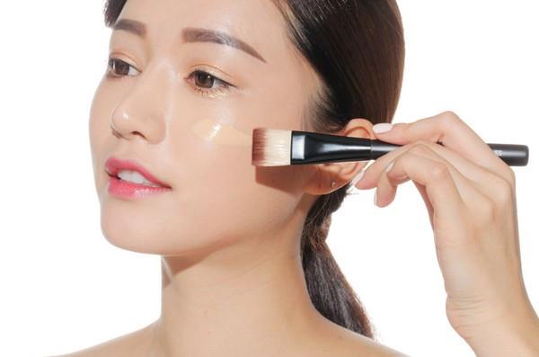 Da mặt nhờn cần kiểm soát làm sạch