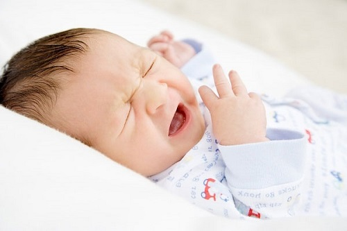 Viêm họng là 1 trong những nguyên nhân gây sổ mũi ở trẻ sơ sinh