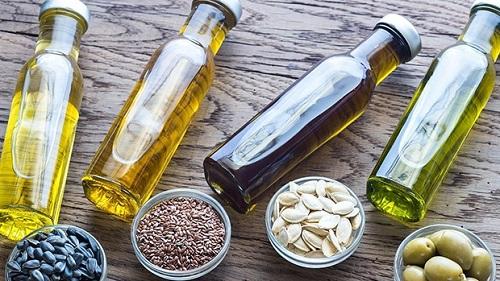 Người mắc bệnh gan nhiễm mỡ nên sử dụng dầu thực vật