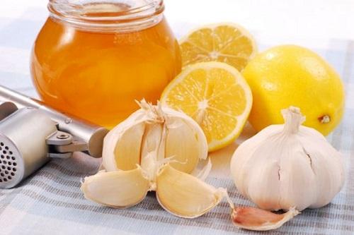 Dùng mật ong và tỏi chữa ho có đờm đơn giản mà hiệu quả