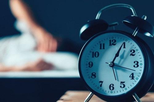 Mất ngủ gây tăng nhịp tim, khiến tim đập nhanh hơn