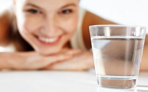 Uống đủ nước mỗi ngày giúp tim mạch hoạt động ổn định