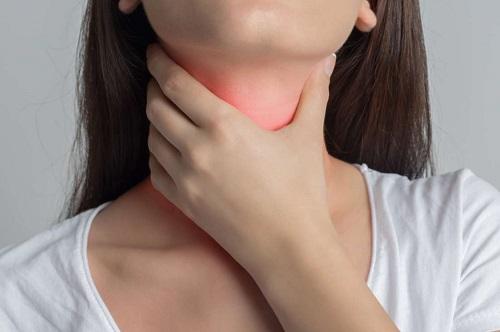 Viêm họng là 1 trong những nguyên nhân gây đau rát cổ họng