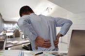 Giải Đáp: Đau thắt lưng ở nam giới là triệu chứng bệnh gì?